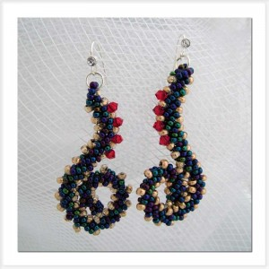 Squiggle earrings with St Petersburg Stitch