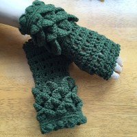 crochet fingerless gloves with crocodile stitch