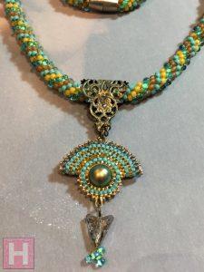 crochet necklace aztec 006