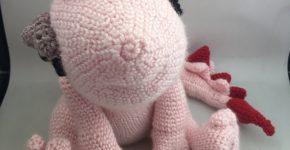 Lasy Pinki, dragon amigurumi crochet doorstop CH0484