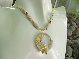 Opal Necklace with Wire Netting (ch0307)