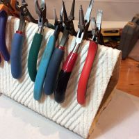 pliers-stand